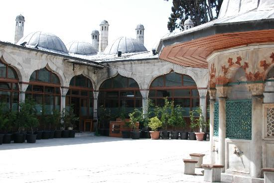 Rose Garden Suites Istanbul: Sokollu Mesmet Pasa Mosque (no pictures allowed inside)