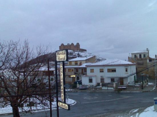 Hostal Labella: vista desde las habitaciones con nieve