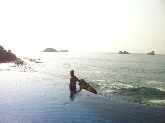 Capella Ixtapa: piscina infinita
