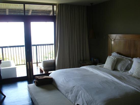 Silavadee Pool Spa Resort: Zimmerinnenansicht mit Bett