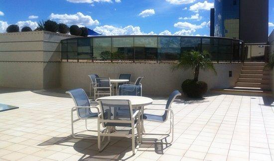 Brasil 21 Suites: area da piscina