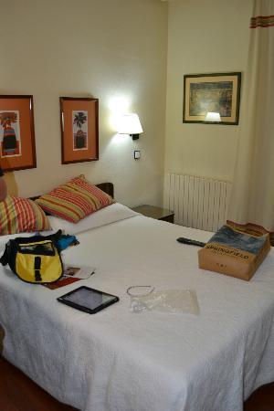 Hotel Sauce: Cama
