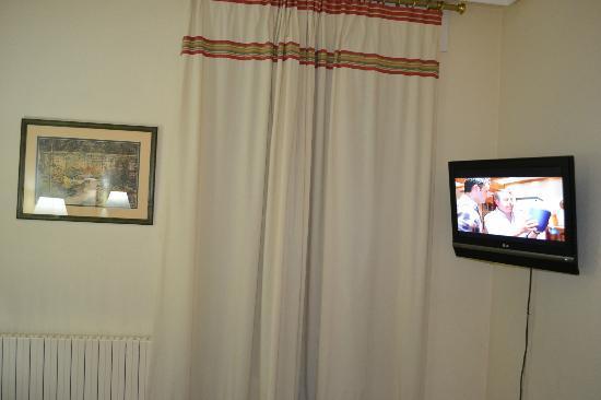 Hotel Sauce: TV y balcon