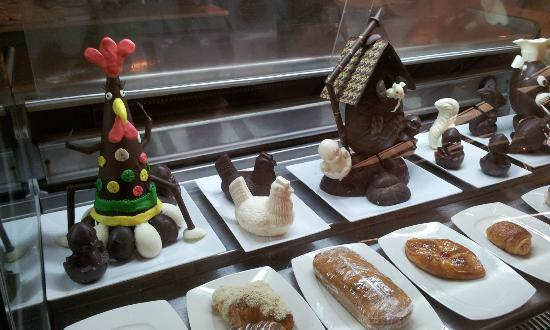 Mercure Cairo Le Sphinx : Easter weekend - pasty chef had a festive display in lobby.