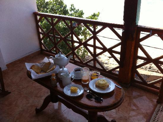 Hotel Dhammika: Breakfast on balcony