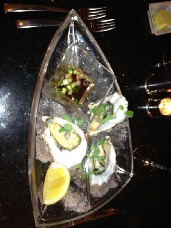 Silks Bistro & Champagne Bar: oysters as a starter!