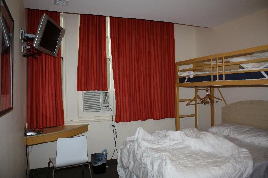 Ibis Budget Melbourne CBD: The Room