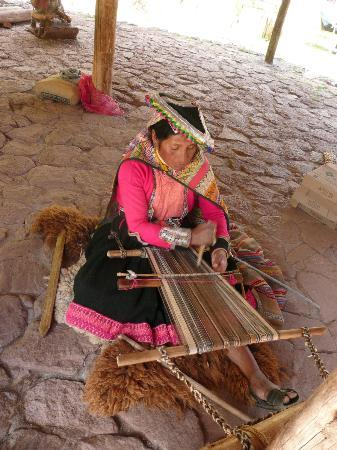 Private Tours Peru : At a weaving coop, a woman plies her ancient craft