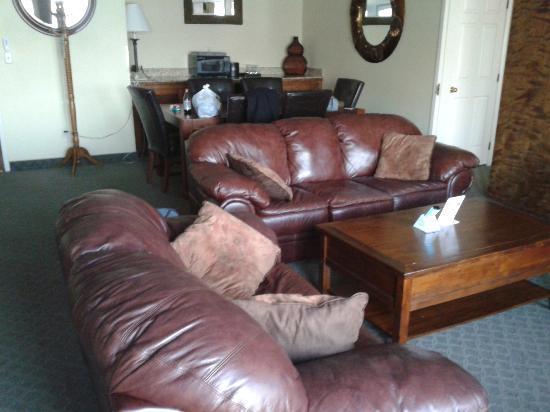 "KwaTaqNuk Resort & Casino: ""living room"" in executive suite"