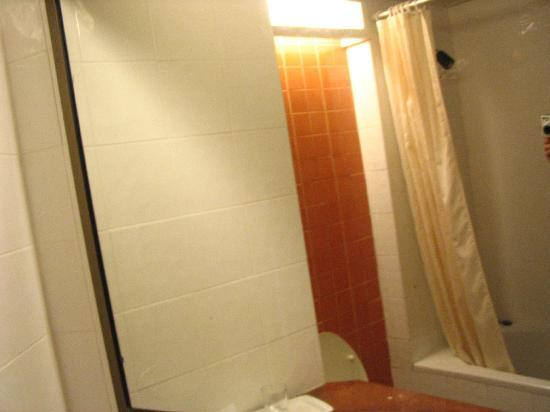 Golden Beach Hotel: bathroom