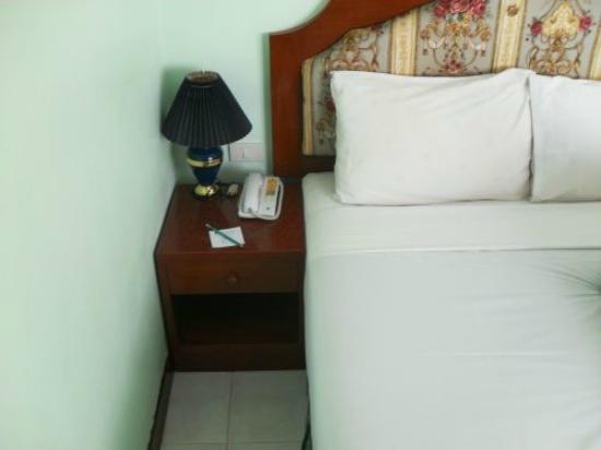 Thipurai City Hotel: Bett