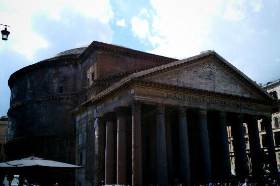 Pantheon tomba di raffaello sanzio foto di pantheon for Esterno pantheon