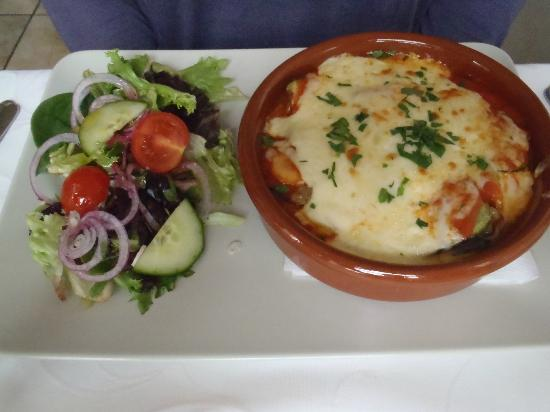 Daphne Restaurant: Moussaka main