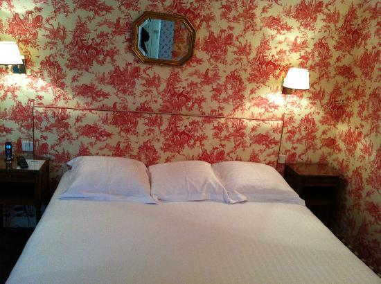 Relais Hotel du Vieux Paris: letto