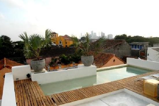 Hotel Casa Lola: Terraza y Piscina