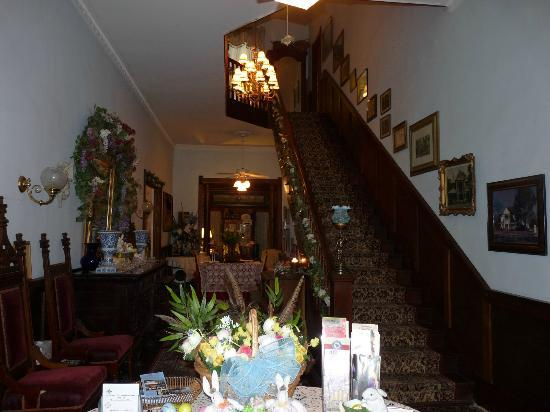 Ehrhardt Hall Bed and Breakfast Inn: Entry way with stairs to 2nd floor