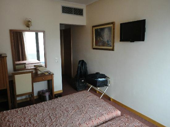 Crystal City Hotel : bedroom