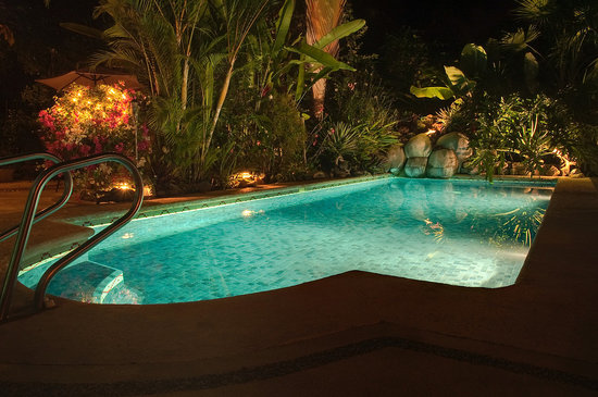 Casa Candiles Inn: Pool at Night