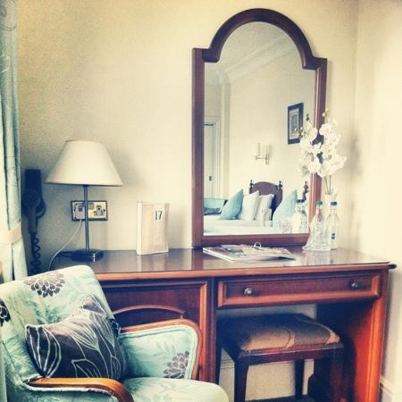 17 Wilmington Square: Dressing table and occasional chair in Room 11