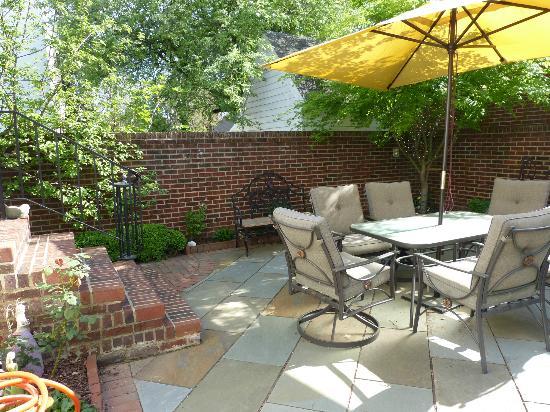 Garden Patio - Picture of Richard Johnston Inn, Fredericksburg ...