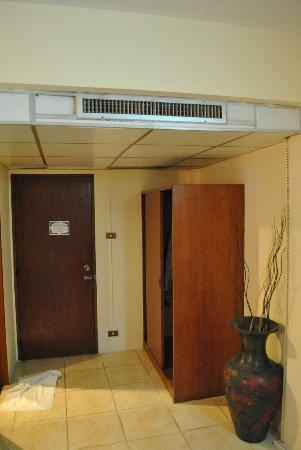 Hillside Resort Pattaya: Входная дверь