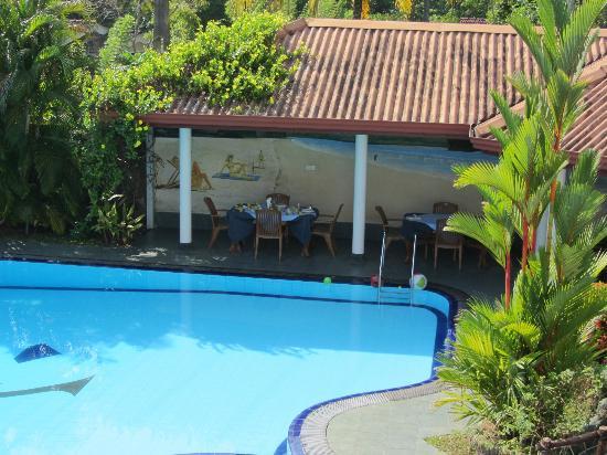 Hotel Blue Sapphire: outdoor porch restaurant