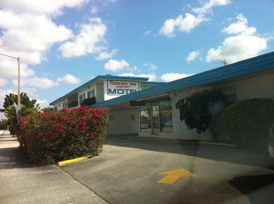 Parkway Inn Airport Motel: hotel