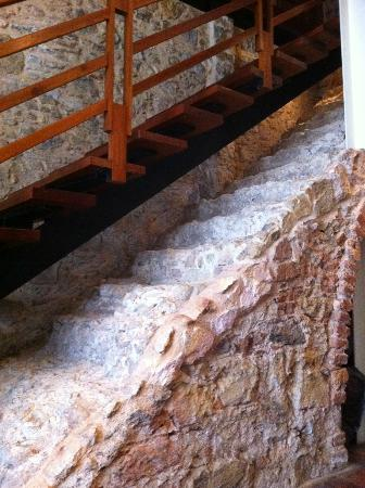 Casa del Horno : old stairs meet new