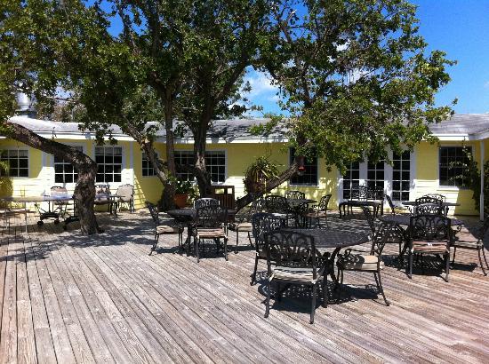Green Turtle Club & Marina: outdoor tables