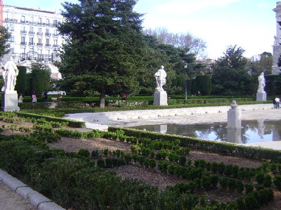 Foto de jardines de sabatini madrid jardines de sabatini for Jardines sabatini