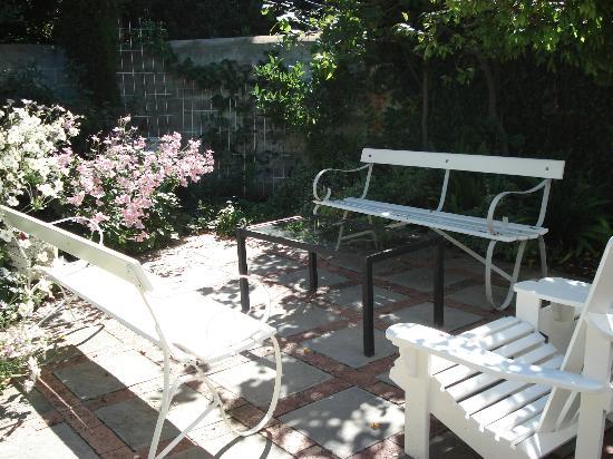 Penelope's Guesthouse: Garden
