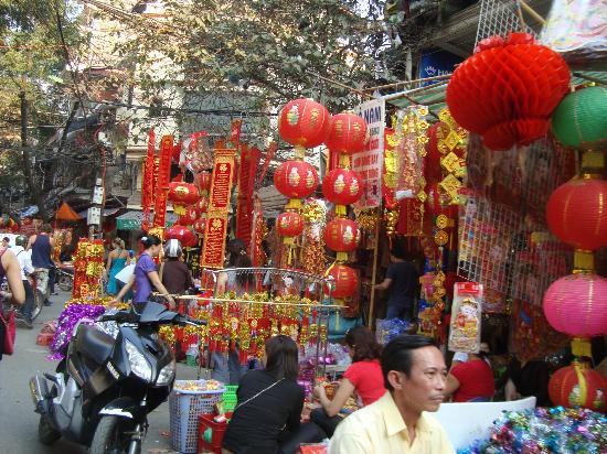 Decorations for TET (Vietnamese New Year's Eve) - Picture ...