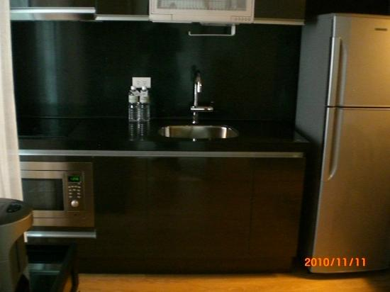 Gloria Residence : Kitchen sink area