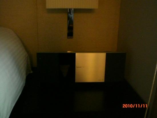 Gloria Residence: Bedroom - iPod dock
