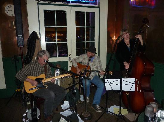 Holbrooke Hotel: Great Three Piece Band