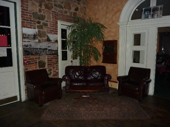 Holbrooke Hotel: Waiting Area Inside Lobby