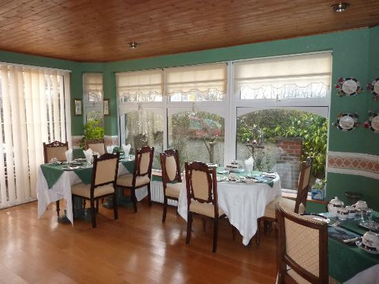 Berkeley Lodge: Pretty setting for a delicious breakfast