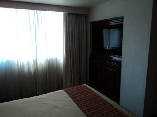 Hotel Stanza: TV LCD 32 pulgadas y vista al exterior