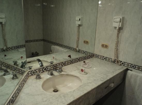Hotel Stanza : Lavamanos, amenidades y secadora de cabello