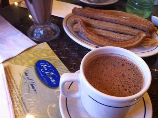 San Augustin Chocolates & Churros: churros con chocolate