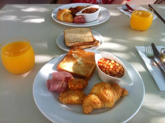 Rydges Campbelltown Sydney: Buffet breakfast