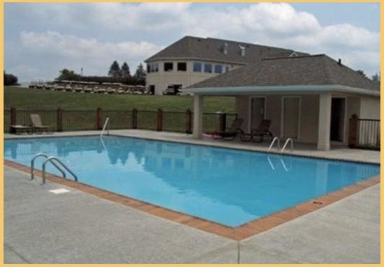 Woodlake Lodge: Pool Side