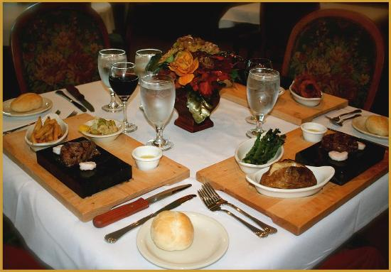 Woodlake Lodge: Full Service Restaurant