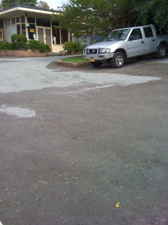 Bangalee Motel: Note the loose stones that cover the holes in the ground