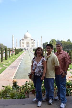 Tourist Drivers India: Raj took us to the Taj!