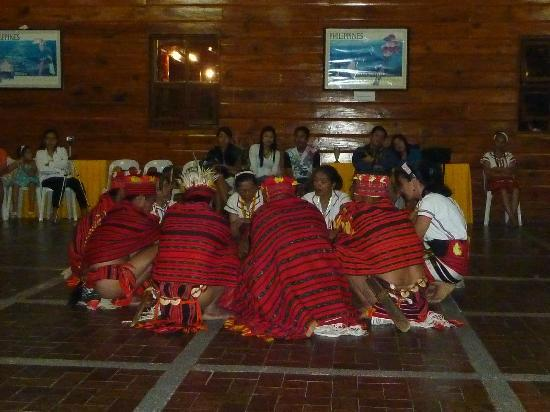 Banaue Hotel and Youth Hostel: Free Cultural show at night
