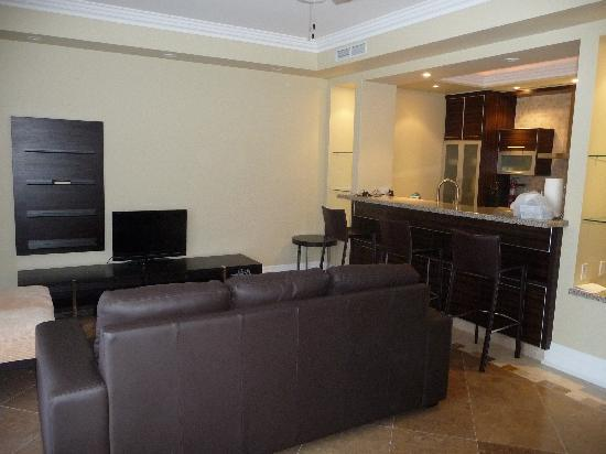 The Atrium Resort: Living Room