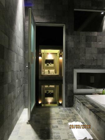 The Seiryu Villas: Bathroom