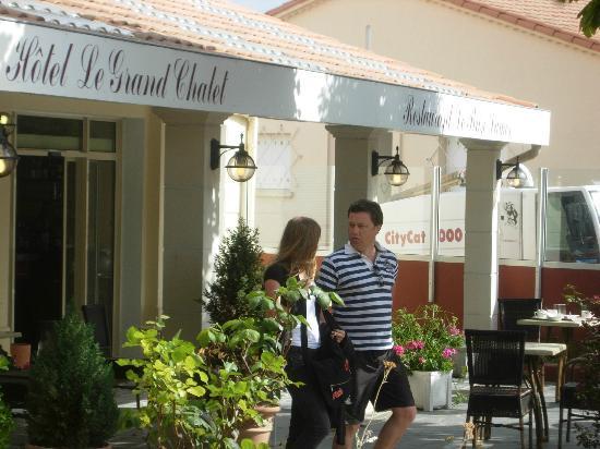 Le Grand Chalet : entrée de l'hotel