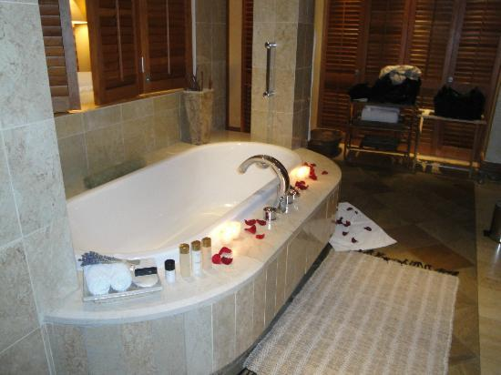 Saxon Hotel, Villas and Spa: bathroom with petals and candles lit on arrival in suite